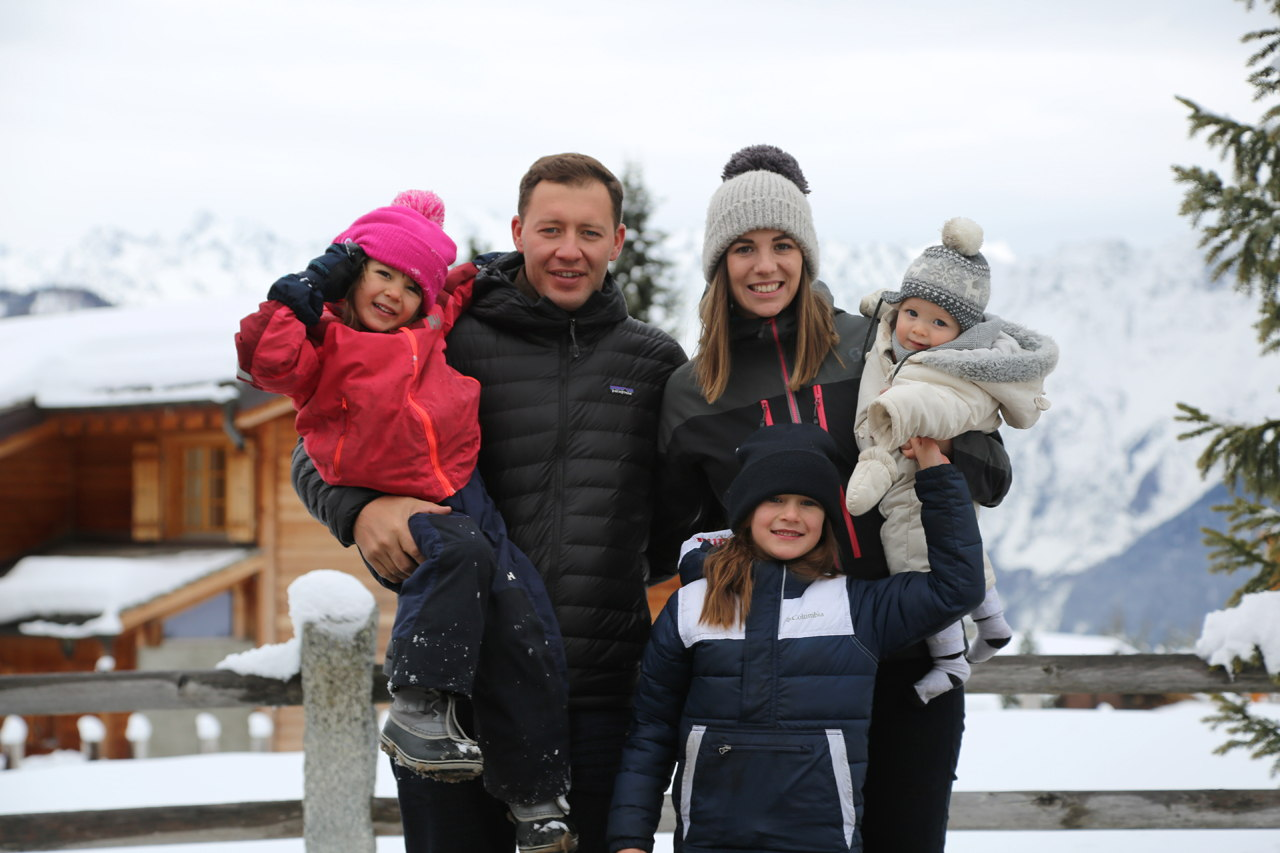 Family on the ski slopes